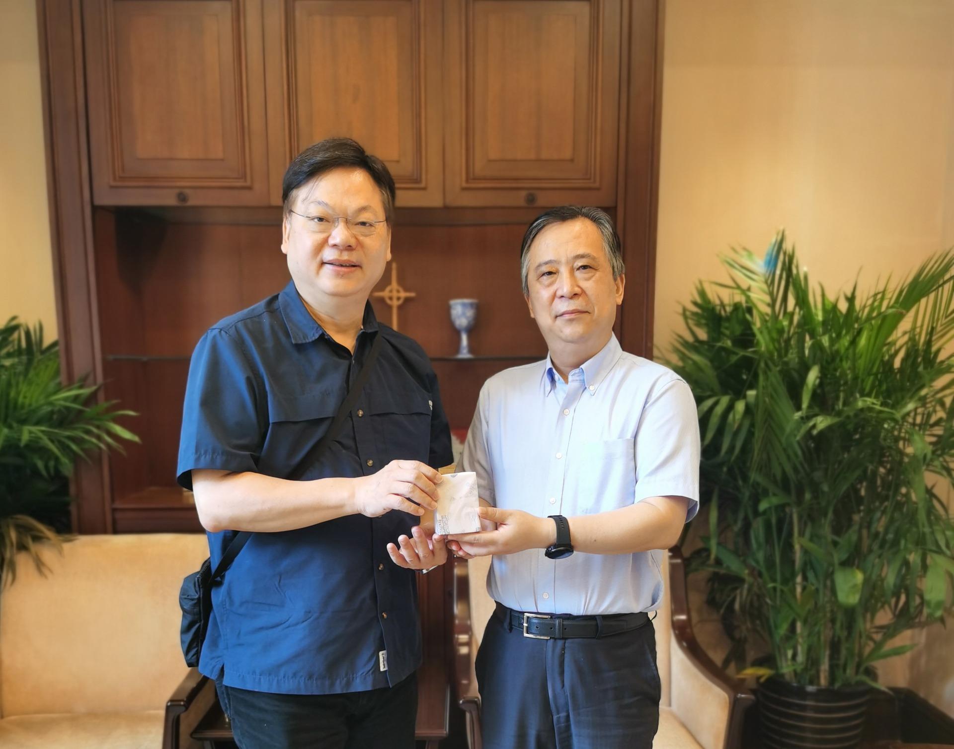 Rev. Xu Xiaohong Receives Rev. Enoch Lam